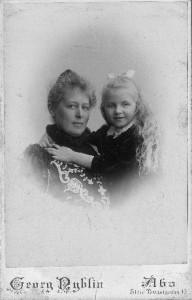 Hélène Jacobsson med sin dotter Kerstin.